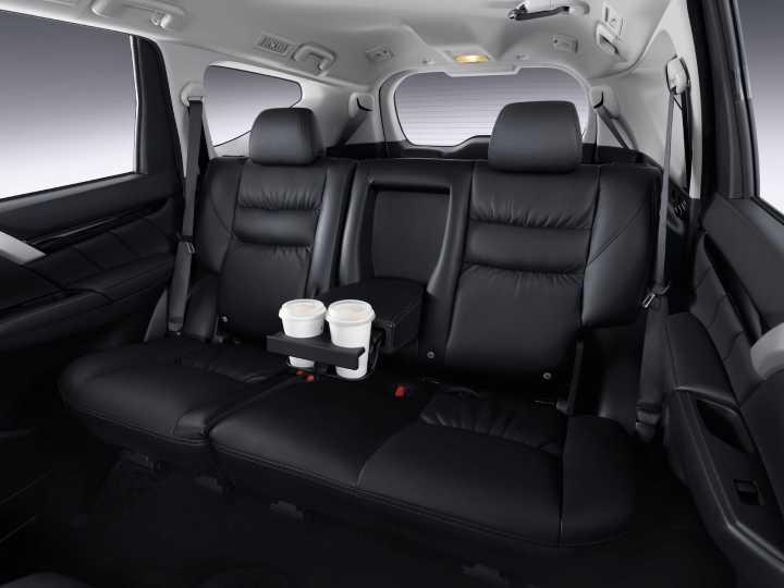 new-pajero-sport-interior10.jpg